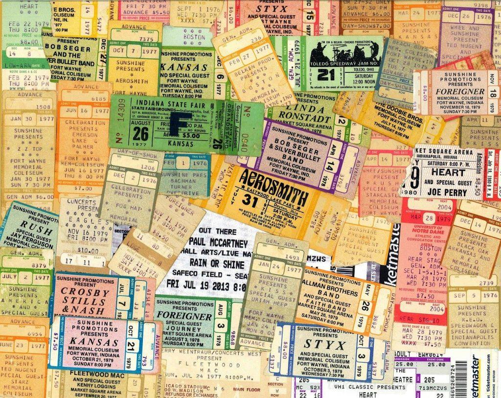 Mange billetter i forskjellige farger, selge billetter, selg billetter